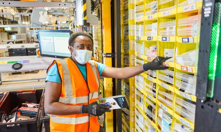 Amazon Mitarbeiter Robotics Winsen